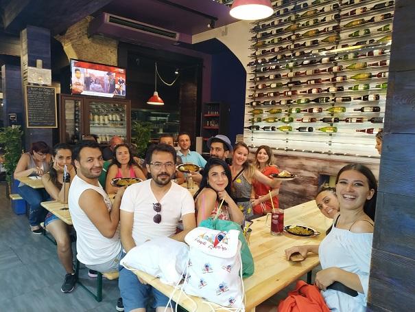 Barcelona - Haydi Avrupa'ya Grubu Paela yemeğinde