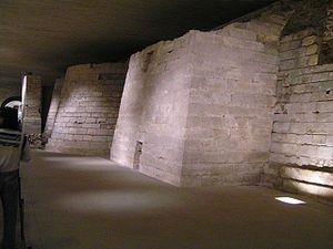 Louvre Kale Kalıntıları