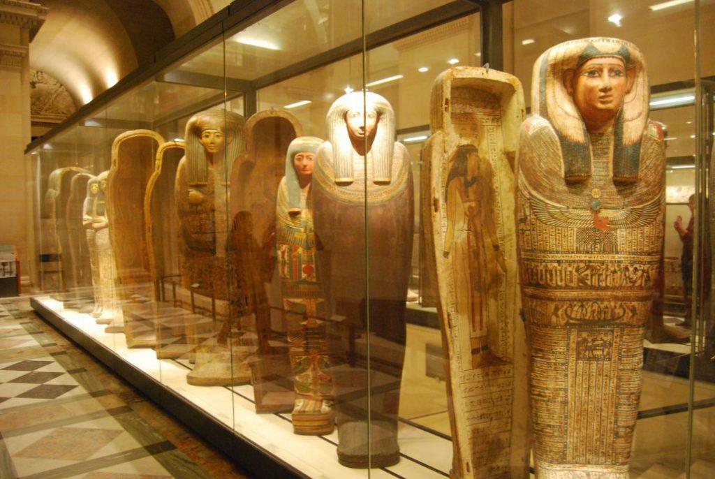 Louvre Eski Mısır eserleri galerisi